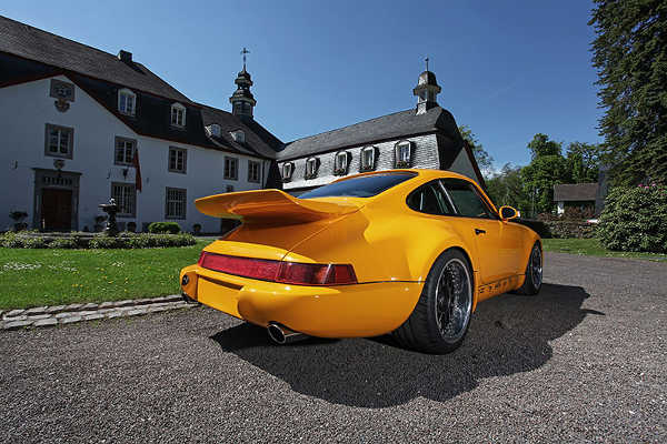 Project Yellow Porsche 964 1990 dp motorsport